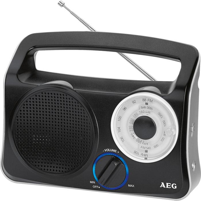 AEG TR 4131, Black Silver портативный радиоприемникTR 4131 weis-silberТранзисторный радиоприемник от компании AEG с широкополосным динамиком, телескопической антенной и кольцом с голубой подсветкой. Телескопическая антенна 3-полосный приемник (FM/MW/LW) Голубая подсветка ручки управления Батареи: 4 х 1,5В (UM2, тип C)