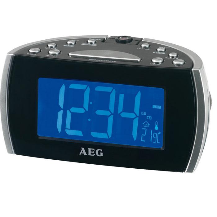 AEG MRC 4119 P, Black радиочасыMRC 4119 P schwarzЭлектронный радио-будльник AEG MRC 4119 P имеет светодиодный дисплей размером около 12,2 см, с синей подсветкой, переключатель ВКЛ/ВЫКЛ, а также поворотный проектор 180° с возможностью фокусировки.Индикация температуры в помещенииИндикация дня недели, индикация датыДвухступенчатый диммер и автоматическое отключение подсветкиЦифровая индикация частоты настройкиДипольная антеннаЭлектропитание: 230 В, 50 Гц, резервное питание для часов: часовая батарея CR 2032 (батарея в комплект поставки не входит)