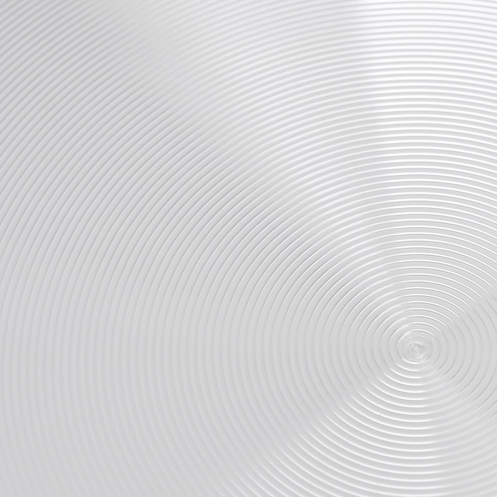 """Сковорода Flonal """"City"""" изготовлена из пищевого алюминия. Благодаря наличию тефлонового покрытия пища не пригорает. Сковорода легко моется. Можно готовить с минимальным количеством жира. Быстрый нагрев сохраняет пищевую ценность продукта. Энергия используется рационально. Съемная ручка экономит место на кухне.  Крышка изготовлена из стекла с металлическим нержавеющим ободом и отверстием для выпуска пара.  Посуда подходит для использования на газовых, электрических и стеклокерамических плитах; ее можно мыть в посудомоечной машине. Характеристики: Материал: алюминий, стекло, нержавеющая сталь. Цвет: черный. Диаметр сковороды: 24 см. Диаметр диска сковороды: 17 см. Высота стенок сковороды: 4,5 см. Длина ручки сковороды: 16 см. Артикул: CD2243."""