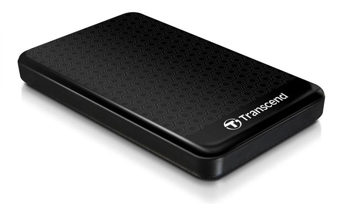 Transcend StoreJet 25A3 1TB, Black внешний жесткий диск (TS1TSJ25A3K)TS1TSJ25A3KПортативный внешний жесткий диск Transcend StoreJet 25A3, отличающийся повышенной устойчивостью к неблагоприятным воздействиям ударов, вибрации, пыли, влаги, жары и холода.Совместимость с суперскоростным USB 3.0, а также с USB 2.0 с обратной стороныПрочная, удароустойчивая конструкцияУсовершенствованная система внутренней подвески для защиты жесткого дискаПоддержка стандарта Plug&PlayПитание от USB, нет необходимости во внешнем адаптереЭнергосберегающий спящий режимКомплектуется ПО Transcend Elite для защитыLED индикатор статуса передачи данныхКнопка автоматического резервного копирования в одно нажатие