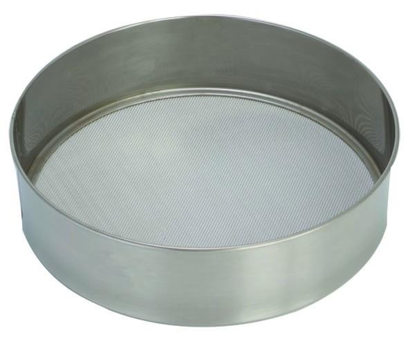Сито Pronto. Диаметр 24 см93-PRO-32-25Сито Linea Pronto, выполненное из высококачественной нержавеющей стали, станет незаменимым аксессуаром на вашей кухне. Оно предназначено для просеивания муки и процеживания. Прочная стальная сетка и корпус обеспечивают изделию износостойкость и долговечность.Такое сито станет достойным дополнением к кухонному инвентарю. Характеристики:Материал: нержавеющая сталь.Диаметр: 24 см.Высота стенок: 6 см.Артикул: 93-PRO-32-25.