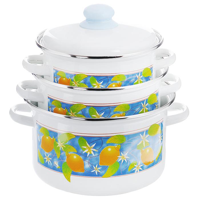 Набор кастрюль Лимоны с крышками, 6 предметов. 2-3111/4М2-3111/4МНабор эмалированной посуды Лимоны состоит из трех кастрюль разного объема с крышками. Посуда выполнена из тонколистового стального проката, покрытого двумя слоями эмали белого цвета. Корпус кастрюль оформлен изображением лимонов. Эмалевое покрытие имеет существенные преимущества по показателям безопасности влияния на организм человека, санитарным свойствам, простоте ухода и рассчитан на длительный срок эксплуатации. Оно устойчиво к перепадам температуры до 220°С, обладает высокой механической прочностью, противостоит воздействию пищевых кислот. Борта корпуса и крышки изделий защищены ободком из стойкой к коррозии стали. Арматура на крышке изделий пластиковая, на корпусе полая. Эмалированную посуду нельзя ронять, нагревать без жидкости,допускать замерзания в ней жидкости, чистить металлической мочалкой. Предметы набора пригодны для использования на всех видах плит, включая индукционные. Можно мыть в посудомоечной машине. Характеристики:Материал: сталь, эмаль, пластик. Объем кастрюль: 2 л; 3 л; 4 л. Внутренний диаметр кастрюль: 18,5 см, 20 см, 22,5 см. Высота стенок кастрюль: 10 см, 11,5 см, 13 см. Толщина стенок кастрюль: 3 мм. Толщина дна кастрюль: 4 мм. Размер упаковки: 38 см х 23 см х 23 см. Артикул: 2-3111/4М.
