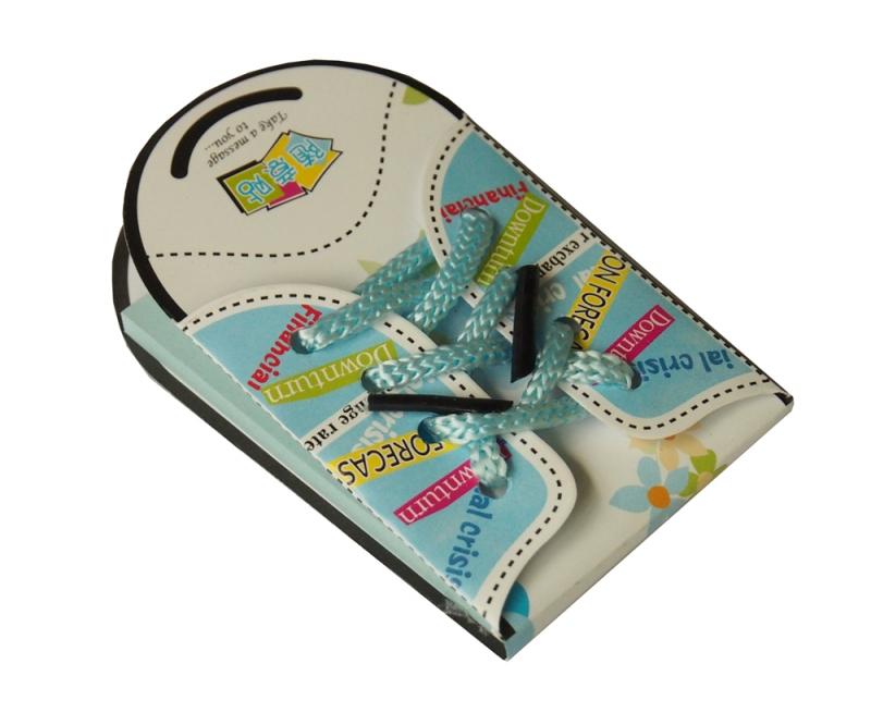Блокнот-стикер Кеды, цвет: голубой, 50 листов000039Оригинальный блокнот Кеды - незаменимая вещь для офиса, школы и дома. Обложка изготовлена из ламинированной бумаги и оформлена текстильными шнурками. Внутренний блок состоит из 50 голубых прямоугольных стикеров. Стикеры имеют клеящиеся края, что удобно для повседневного использования. Идеальны для пометок и записей.Блокнот Кеды - очень практичная и стильная вещь, которая поможет вам записать важные мысли и заметки. Характеристики: Материал: бумага, текстиль. Цвет: голубой. Количество листов: 50 шт. Размер блокнота-стикера: 5,5 см х 9,5 см х 0,5 см. Размер стикера: 5 см х 7,5 см. Артикул: 000039.