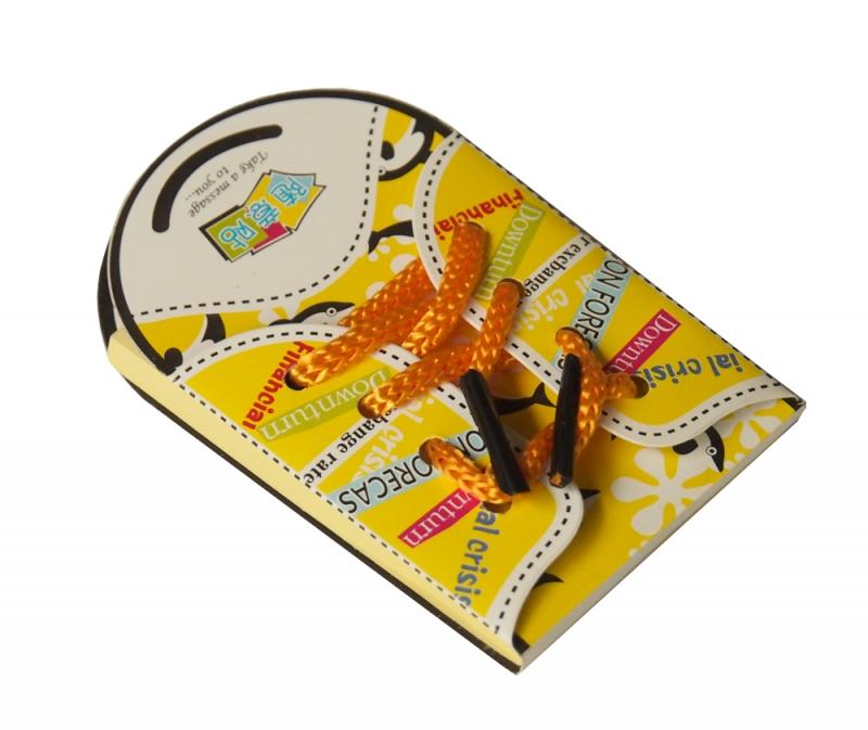 Блокнот-стикер Кеды, цвет: желтый, 50 листов002987Оригинальный блокнот Кеды - незаменимая вещь для офиса, школы и дома. Обложка изготовлена из ламинированной бумаги и оформлена текстильными шнурками. Внутренний блок состоит из 50 желтых прямоугольных стикеров. Стикеры имеют клеящиеся края, что удобно для повседневного использования. Идеальны для пометок и записей.Блокнот Кеды - очень практичная и стильная вещь, которая поможет вам записать важные мысли и заметки. Характеристики: Материал: бумага, текстиль. Цвет: желтый. Количество листов: 50 шт. Размер блокнота-стикера: 5,5 см х 9,5 см х 0,5 см. Размер стикера: 5 см х 7,5 см. Артикул: 002987.