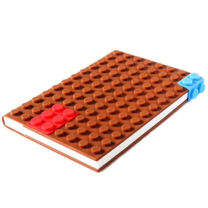 Блокнот Lego, цвет: коричневый, 14 см х 21 см. 002913002913Оригинальный блокнот Lego идеально подойдет для памятных записей, любимых стихов, рисунков и многого другого. Обложка блокнота выполнена из мягкого силикона и по дизайну напоминает элементы конструктора Lego.Внутри блокнот содержит блок для записей с разлинованными листами.Блокнот станет забавным и практичным подарком - он не затеряется среди бумаг, и долгое время будет вызывать улыбку окружающих. Характеристики:Материал: силикон, бумага. Размер блокнота: 14 см х 21 см х 2 см. Размер упаковки: 15,5 см х 21,5 см х 2,5 см.Артикул: 002913.