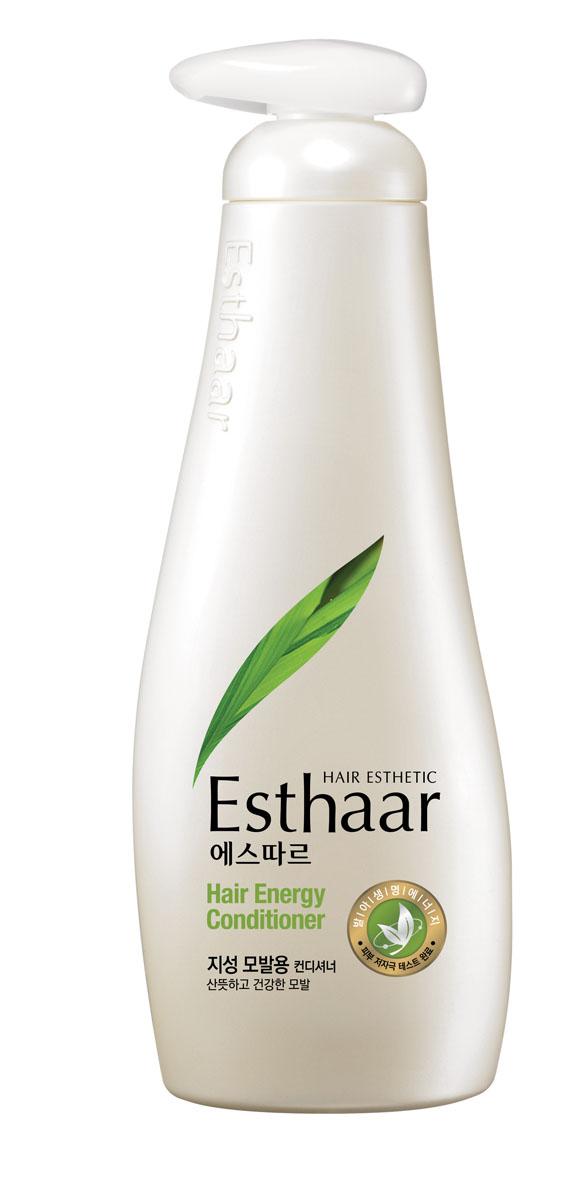 Esthaar Кондиционер Энергия, для жирных волос, 500 мл978870Esthaar разработан по новейшей запатентованной технологии с применением молодых побегов целебных трав, известных своей высокой концентрацией лечебных веществ. Богатый 12 видами витаминов и минералов, шампунь укрепляет стержень волос, наполняет его жизненной силой и энергией, тем самым уменьшает ломкость и потерю.Кондиционер состоит на 99% из растительных очищающих компонентов, что делает его низкоаллергенным. Имеет сертификат LOHAS (Lifestyles Of Health And Sustainability), что подтверждает его безопасность для здоровья человека и окружающей среды. Научные исследования доказали, что уже через неделю использования ломкие волосы становятся крепче на 117%. Характеристики:Объем: 500 мл. Артикул: 978870. Производитель: Корея. Товар сертифицирован.