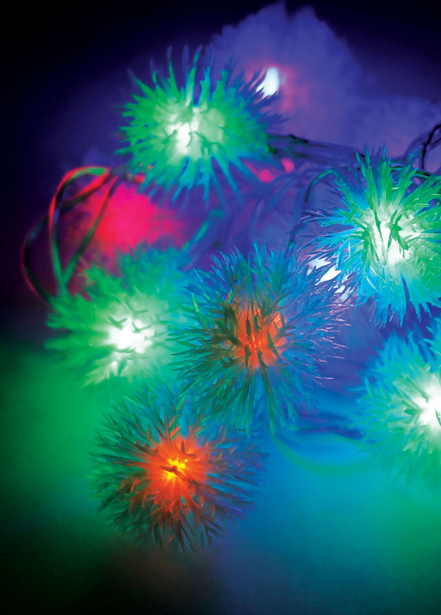 Светодиодная гирлянда Космос, 30 светодиодов, цвет: мультиколорKOC_GIR30LEDRUBBALL1Светодиодная гирлянда Космос с резиновыми насадками в виде пушистых снежинок отлично подойдет для украшения новогодней елки. На гирлянде расположены 30 лампочек. Провод гирлянды прозрачного цвета оснащен прямоугольным контролером с кнопкой для переключения восьми режимов. Режимы мигания электрогирлянды: combination (комбинированный); in wales (волна); sequentian (последовательный); slo-glo;chasing/flash (чеканка/вспышка) ; slow fade (медленное затухание);twinkle/flash (мерцание/вспышка); steady on (постоянный). Светодиодная гирлянда Космос создаст праздничную атмосферу и наполнит ваш дом радостью и позитивной энергией. Характеристики:Материал: пластик, резина. Цвет свечения: мультиколор. Электропитание (от сети): 230 В. Количество светодиодов: 30 шт. Длина гирлянды: 4,4 м. Режимы мигания: 8. Артикул: KOC_GIR30LEDRUBBALL1.