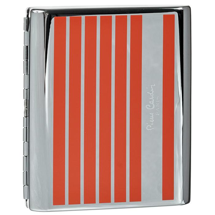 Портсигар Pierre Cardin. P-520-8P-520-8Элегантный портсигар Pierre Cardin выполнен из высококачественной стали 18/10 и оформлен красными горизонтальными линиями. Он предназначен для хранения и защиты сигарет от сминания. Сигареты фиксируются с помощью двух металлических держателей.Портсигар добавит вашему имиджу изысканность и индивидуальность. Pierre Cardin - это торговая марка, которая олицетворяет весь французский шик и элегантность. Имя Пьер Карден широко известно миру моды уже более 50 лет. Империя Pierre Cardin выходит далеко за рамки одной лишь одежды, ее стиль распространяется на аксессуары, постельное белье, мебель, искусство - на все, что нас окружает.Портсигар упакован в подарочную коробку черного цвета с логотипом фирмы. Характеристики: Материал: сталь 18/10. Размер портсигара: 8 см х 9,5 см х 2 см. Размер упаковки: 11 см x 10 см x 3 см. Артикул: P-520-8.