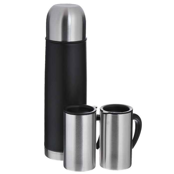 Набор S.Quire: термос, две кружкиSET-SS11Набор S.Quire состоит из термоса и двух кружек. Предметы набора выполнены из высококачественной пищевой нержавеющей стали. Термос, покрытый краской черного цвета, оснащен современной технологией теплоизоляции. Крышка термоса обеспечивает герметичность и способствует сохранению температуры в течение длительного времени. Кнопочный клапан с механическим приспособлением позволяет наливать жидкости без отвинчивания пробки.Две кружки оснащены эргономичными пластиковыми ручками. Герметично закрывающиеся пластиковые крышки на кружках обеспечивают длительное сохранение температуры напитка, способствуют медленному остыванию жидкости, а специальное отверстие для выпуска пара предотвращает перегрев кружки.Упакованный в подарочную коробку, набор может стать практичным и удачным подарком любителю путешествий. Термос удобен в использовании дома, на даче, в турпоходе и на рыбалке. Пригодится на работе, в офисе и командировке, экономит электроэнергию и время. Термос в данном наборе сохраняет температуру в течение 3-х часов, кружки - один час. Характеристики: Материал: нержавеющая сталь, пластик. Цвет: черный, стальной. Объем термоса: 1 л. Высота термоса: 30 см. Диаметр основания термоса: 8 см. Диаметр кружки по верхнему краю: 6 см. Высота кружки: 11 см. Размер упаковки: 35 см х 22 см х 8,5 см. Производитель: Италия. Изготовитель: Китай. Артикул: SET-SS11. В коллекцию S.Quire входит широкий ассортимент разнообразных товаров: фляги, заколки для галстуков, запонки, брелоки, бритвенные наборы, кружки, термосы, портсигары, пепельницы, изделия из кожи, винные аксессуары и наборы с различной комплектацией вышеперечисленных аксессуаров.