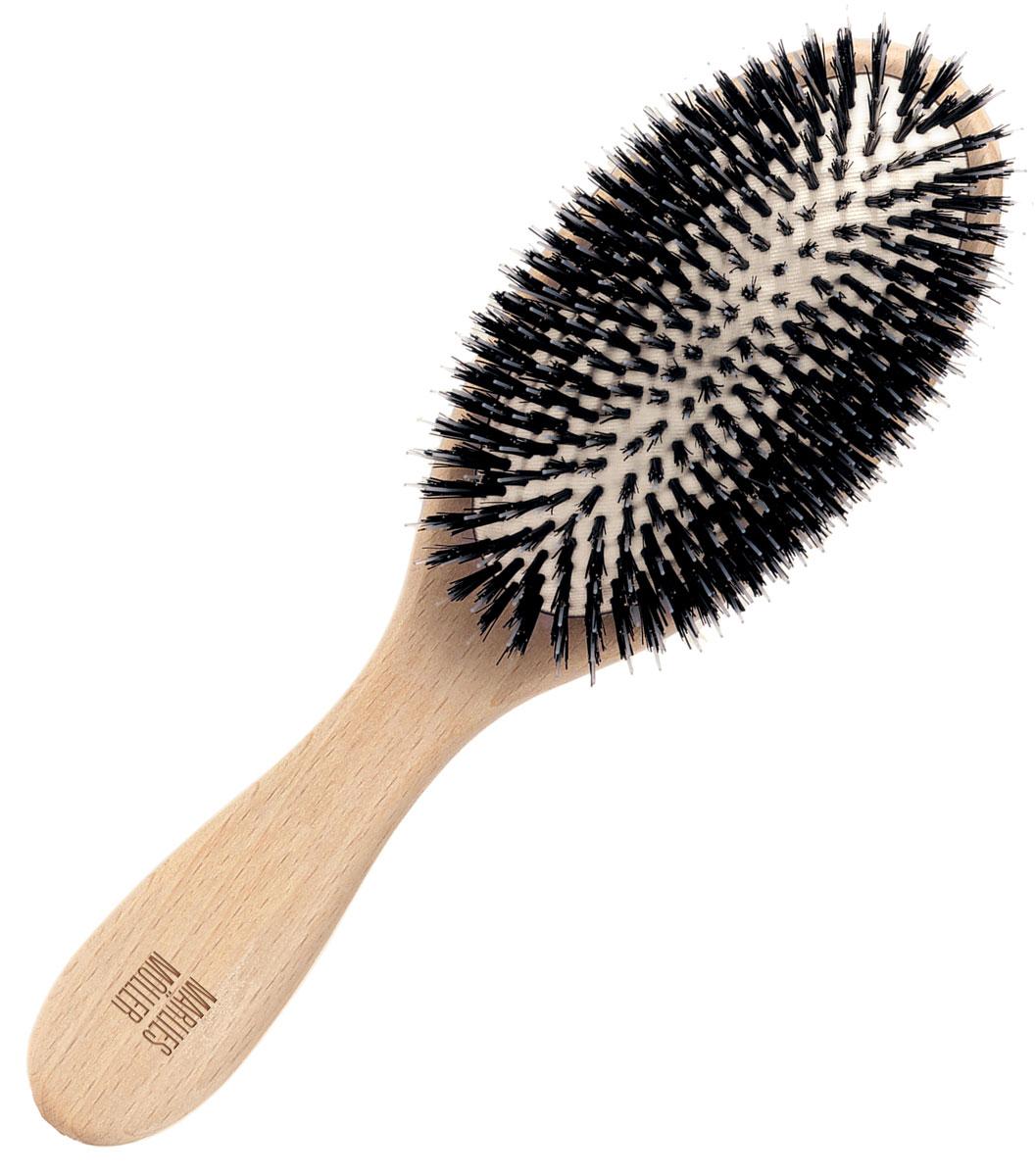Marlies Moller Щетка для волос, очищающая, маленькая27121MMsИдеально удаляет загрязнения, пыль или остатки укладочных средств. Все щетинки разной толщины и длины, они отлично вычесывают загрязнения. Обязательно используйте щетку перед мытьем волос, она позволяет уменьшить расход шампуня в 2 - 2, 5 раза. Эта щетка называется - профессиональное сияние. Действительно, она мгновенно придает волосам блеск, так как хорошо приглаживает чешуйки волос. Поэтому используйте щетку не только перед мытьем, но и ежедневно утром и вечером.Очищающую щетку используйте утром и вечером, от кончиков по всей длине волос