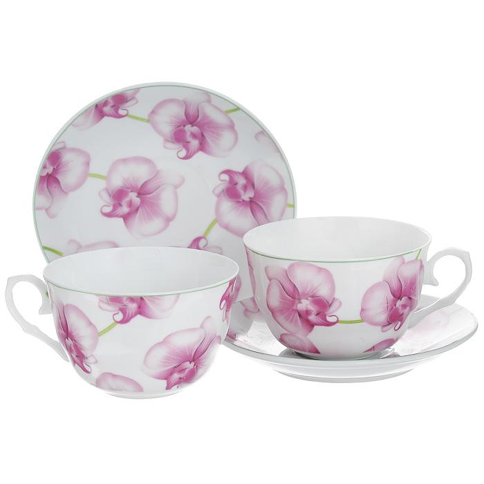Набор чайный Орхидеи, 4 предмета532-124Чайный набор Орхидеи состоит из двух чашек и двух блюдец, выполненных из высококачественного фарфора. Предметы набора оформлены изображением розовых орхидей. Изящный дизайн придется по вкусу и ценителям классики, и тем, кто предпочитает утонченность и изысканность. Он настроит на позитивный лад и подарит хорошее настроение с самого утра. Набор упакован в красочную подарочную коробку. Внутренняя часть коробки задрапирована белой атласной тканью. Каждый предмет надежно зафиксирован внутри коробки благодаря специальным выемкам. Характеристики:Материал: фарфор. Диаметр блюдца: 13,8 см. Диаметр чашки по верхнему краю: 9,5 см. Высота чашки: 6 см. Объем чашки: 220 мл. Размер упаковки: 19 см х 14 см х 10 см. Артикул: 532-124.