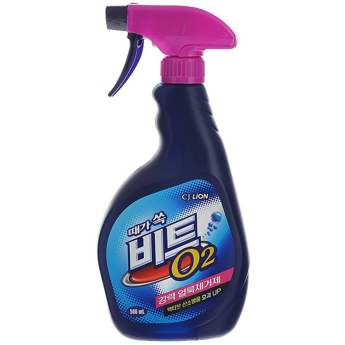 Отбеливатель кислородный Beat O2, 500 мл8806325603566Отбеливатель кислородный Beat O2 обеспечивает сильное удаление въевшихся пятен. При нанесении на поверхность белья появляется активная кислородная пена, которая выталкивает грязь и отбеливает белье. Эффективно справляется с такими трудными пятнами как пятна от красного перца, жирные, фруктовые пятна, винные, травяные, чернильные и др. Подходит для всех видов ткани, кроме шелка и шерсти. Характеристики:Состав: натрий гидрокорбонат. Объем: 500 мл. Производитель: Корея.