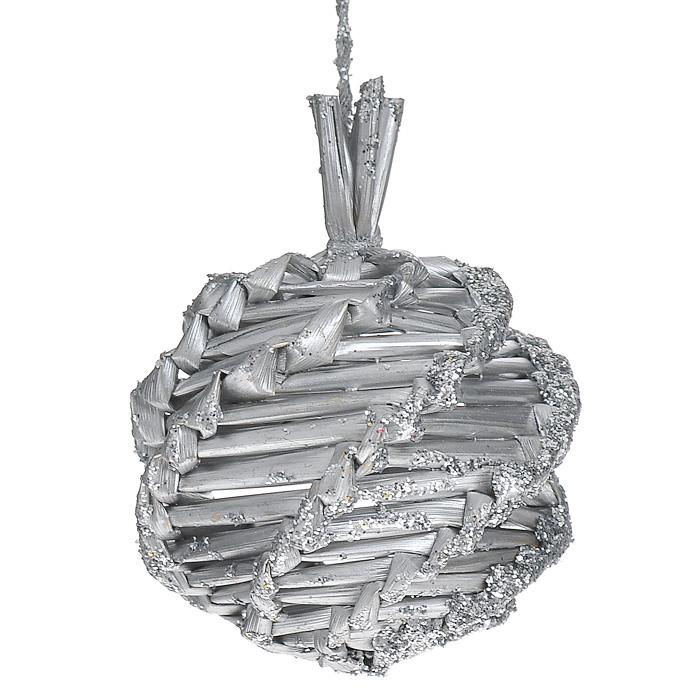 Набор подвесных новогодних украшений Шары, цвет: серебристый, 6 шт. 2524025240Набор подвесных украшений состоит из 6 серебристых шаров, выполненных из соломы и декорированных глиттером. Такие шары легки и удобны при оформлении елки, они не разобьются и прослужат долго.Шарики упакованы в пластиковую коробку.Елочная игрушка - символ Нового года. Она несет в себе волшебство и красоту праздника. Создайте в своем доме атмосферу веселья и радости, украшаявсей семьейновогоднюю елку нарядными игрушками, которые будут из года в год накапливать теплоту воспоминаний. Характеристики:Материал: солома. Цвет: серебристый. Диаметр шара: 6 см. Комплектация: 6 шт. Размер упаковки: 18 см х 13 см х 6 см. Артикул: 25240.