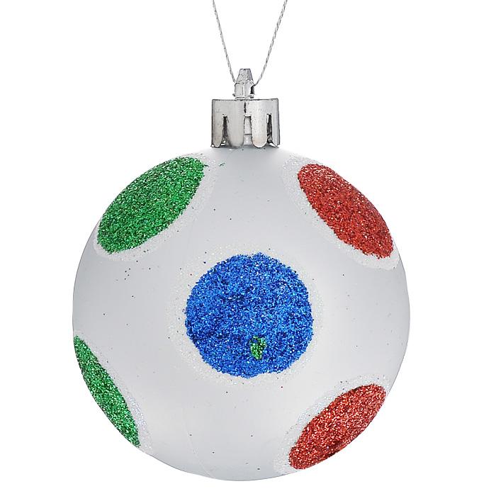 Набор подвесных новогодних украшений Шары, цвет: серебристый, 6 шт. 3226332263Набор подвесных украшений состоит из 6 шаров, выполненных из пластика серебристого цвета и декорированных разноцветными блестками. Набор шаров украсит новогоднюю елку и создаст теплую и уютную атмосферу праздника.Шарики упакованы в пластиковую коробку.Елочная игрушка - символ Нового года. Она несет в себе волшебство и красоту праздника. Создайте в своем доме атмосферу веселья и радости, украшаявсей семьейновогоднюю елку нарядными игрушками, которые будут из года в год накапливать теплоту воспоминаний. Характеристики:Материал: пластик, текстиль. Цвет: серебристый. Диаметр шара: 6 см. Комплектация: 6 шт. Размер упаковки: 17,5 см х 11,5 см х 6 см. Артикул: 32263.
