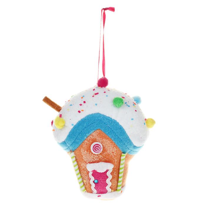 Новогоднее подвесное украшение Домик. 2536525365Оригинальное новогоднее украшение выполнено из полиэстера в виде разноцветного домика из сладостей, украшенного блестками. Благодаря текстильной ленточке вы можете подвесить его в любом месте, где оно будет удачно смотреться, и радовать глаз. Но, конечно же, удачнее всего оно будет смотреться на праздничной елке. Новогодние украшения приносят в дом волшебство и ощущение праздника. Создайте в своем доме атмосферу веселья и радости, украшая его всей семьей. Коллекция декоративных украшений из серии Magic Time принесет в ваш дом ни с чем несравнимое ощущение волшебства! Характеристики:Материал: полиэстер, стразы. Размер: 12 см х 5 см х 13 см. Артикул: 25365.