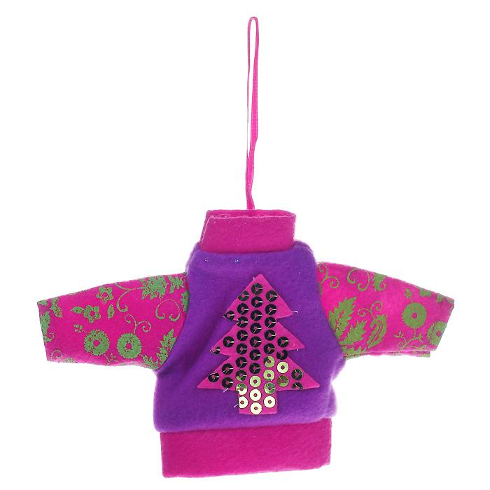 Новогоднее подвесное украшение Джемпер, цвет: розовый, сиреневый. 2534325343Новогоднее украшение, выполненное из текстиля в виде джемпера, украшено пайетками. Вы можете подвесить его в любом месте, где оно будет удачно смотреться, и радовать глаз. Кроме того, это украшение - отличный вариант подарка для ваших близких и друзей. Новогодние украшения всегда несут в себе волшебство и красоту праздника. Создайте в своем доме атмосферу тепла, веселья и радости, украшая его всей семьей. Характеристики:Материал: полиэстер. Размер украшения: 17 см х 11 см х 0,5 см. Артикул: 25343.