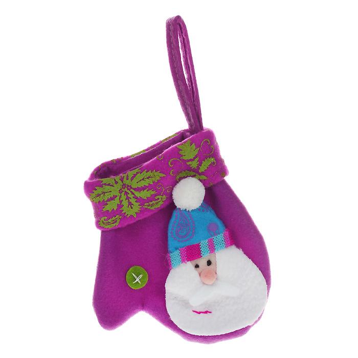 Новогоднее подвесное украшение Варежка, цвет: фиолетовый. 2532625326Оригинальное новогоднее украшение «Варежка» отлично подойдет для праздничного декора вашего дома и новогодней ели. Украшение выполнено из полиэстера в виде фиолетовой варежки и оформлено нашивкой, изображающей Деда Мороза. С помощью специальной петельки украшение можно повесить в любом понравившемся вам месте. Но, конечно, удачнее всего такая игрушка будет смотреться на праздничной елке.Елочная игрушка - символ Нового года. Она несет в себе волшебство и красоту праздника. Создайте в своем доме атмосферу веселья и радости, украшая новогоднюю елку нарядными игрушками, которые будут из года в год накапливать теплоту воспоминаний.Коллекция декоративных украшений из серии Magic Time принесет в ваш дом ни с чем несравнимое ощущение волшебства! Характеристики:Материал: полиэстер. Цвет: фиолетовый. Размер игрушки: 12 см х 13 см. Артикул: 25326.