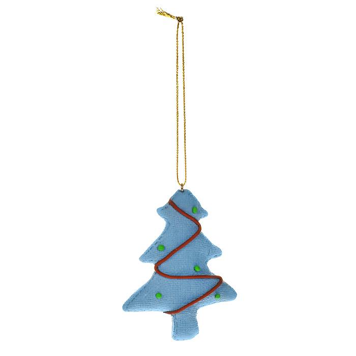 Новогоднее подвесное украшение Елка, цвет: голубой. 1546815468Оригинальное новогоднее украшение «Елка» отлично подойдет для праздничного декора вашего дома и новогодней ели. Украшение выполнено из пластика голубого цвета в виде новогодней елочки. С помощью специальной петельки украшение можно повесить в любом понравившемся вам месте. Но, конечно, удачнее всего такая игрушка будет смотреться на праздничной елке.Елочная игрушка - символ Нового года. Она несет в себе волшебство и красоту праздника. Создайте в своем доме атмосферу веселья и радости, украшая новогоднюю елку нарядными игрушками, которые будут из года в год накапливать теплоту воспоминаний. Характеристики:Материал: пластик, текстиль. Цвет: голубой. Размер игрушки: 7 см х 8,5 см. Артикул: 15468.