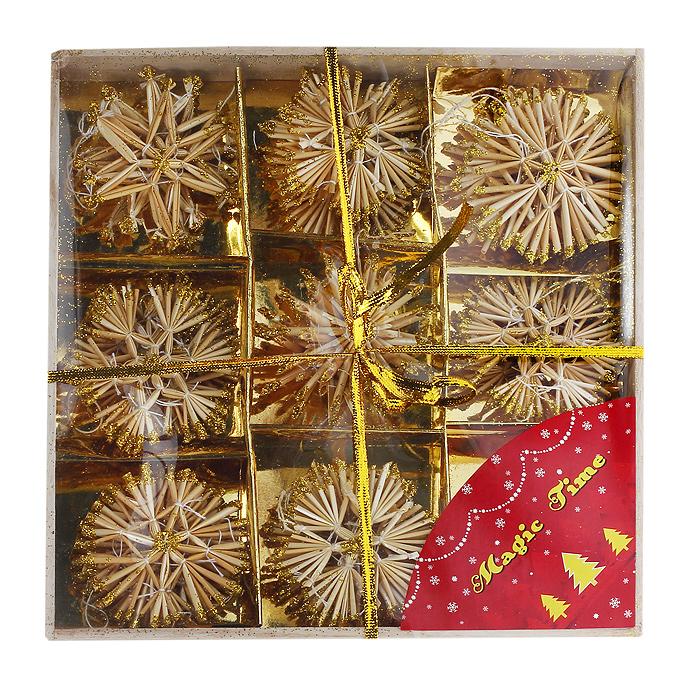 Набор новогодних подвесных украшений Звездочки и снежинки, цвет: желтый, 34 шт25208Оригинальный новогодний набор «Звездочки и снежинки» прекрасно подойдет для декора дома и праздничной елки. Набор состоит из 34 подвесных украшений, выполненных из натуральной соломы желтого цвета в виде звездочек и снежинок. Предметы набора покрыты лаком и оформлены глиттером (золотистыми блестками). С помощью специальных петелек украшения можно повесить в любом понравившемся вам месте. Но, конечно, удачнее всего такие игрушки будут смотреться на праздничной елке. Украшения из натуральной соломы сейчас находятся на пике моды. Но мало кто знает, что, на самом деле, модное веяние является ничем иным, как хорошо забытым атрибутом рождественских праздников стран раннехристианской Европы. Солома напоминала о яслях, в которых лежал младенец Иисус. Из нее мастерили праздничных куколок, короны, пирамиды и просто рассыпали по полу. Елочная игрушка - символ Нового года. Она несет в себе волшебство и красоту праздника. Создайте в своем доме атмосферу веселья и радости, украшая новогоднюю елку нарядными игрушками, которые будут из года в год накапливать теплоту воспоминаний. Коллекция декоративных украшений из серии Magic Time принесет в ваш дом ни с чем несравнимое ощущение волшебства!Набор упакован в деревянную коробку, перевязаннубюзолотистой лентой. Характеристики:Материал: натуральная солома, текстиль, блестки. Цвет: желтый. Комплектация: 34 шт. Диаметр снежинки: 8 см. Размер звездочки: 7,5 см х 7 см. Размер упаковки: 27 см х 27 см х 3 см. Артикул: 25208.