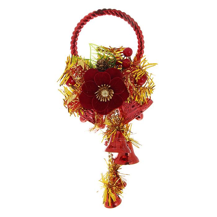 Новогоднее подвесное украшение Колокольчики, цвет: красный, золотистый. 3073430734Оригинальное новогоднее украшение Колокольчики прекрасно подойдет для декора дома и праздничной елки. Украшение выполнено из пластика в виде колокольчиков красного цвета и оформлено золотистой мишурой. Верхушка изделия декорирована композицией в виде шишечек, листочков, ягод и крупного цветка из бархатистой ткани бордового цвета. С помощью специального обруча украшение можно повесить в любом понравившемся вам месте: на дверь, елку или стену.Елочная игрушка - символ Нового года. Она несет в себе волшебство и красоту праздника. Создайте в своем доме атмосферу веселья и радости, украшая новогоднюю елку нарядными игрушками, которые будут из года в год накапливать теплоту воспоминаний. Характеристики:Материал: пластик, текстиль. Цвет: красный, золотистый. Высота украшения: 25 см. Размер упаковки: 15 см х 19 см х 5 см. Артикул: 30734.