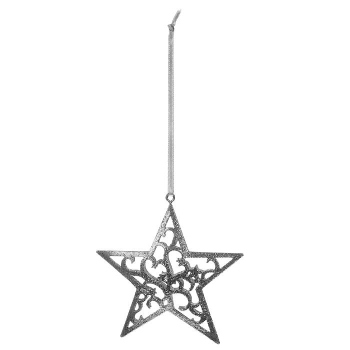 Новогоднее подвесное украшение Звезда, цвет: серебристый. 3105331053Оригинальное новогоднее украшение Звезда прекрасно подойдет для оформления дома и праздничной ели. Украшение выполнено из металла и оформлено серебристыми блестками. С помощью специальной ленточки его можно повесить в любом понравившемся вам месте. Но, конечно, удачнее всего такая игрушка будет смотреться на праздничной елке.Елочная игрушка - символ Нового года. Она несет в себе волшебство и красоту праздника. Создайте в своем доме атмосферу веселья и радости, украшая новогоднюю елку нарядными игрушками, которые будут из года в год накапливать теплоту воспоминаний.Характеристики:Материал: металл, текстиль, блестки. Цвет: серебристый. Размер украшения: 8,5 см х 9 см. Артикул: 31053.