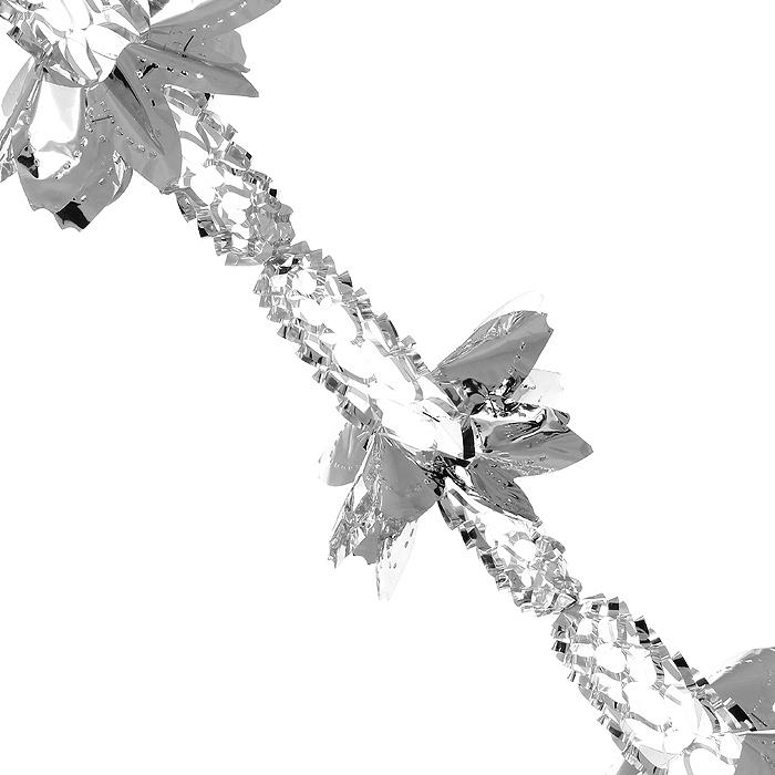 """Новогодняя гирлянда «Magic Time» прекрасно подойдет для декора дома или офиса. Украшение выполнено из металлизированной фольги серебристого цвета. С помощью специальных петелек его можно повесить в любом понравившемся вам месте. Легко складывается и раскладывается. Новогодние украшения несут в себе волшебство и красоту праздника. Они помогут вам украсить дом к предстоящим праздникам и оживить интерьер по вашему вкусу. Создайте в доме атмосферу тепла, веселья и радости, украшая его всей семьей.    Коллекция декоративных украшений из серии """"Magic Time"""" принесет в ваш дом ни с чем несравнимое ощущение волшебства!   Характеристики:  Материал: металлизированная фольга (ПВХ). Цвет: серебристый. Длина гирлянды: 3 м.  Диаметр гирлянды (в собранном виде): 21 см. Размер упаковки: 26 см х 22 см х 1 см. Артикул: 31645."""