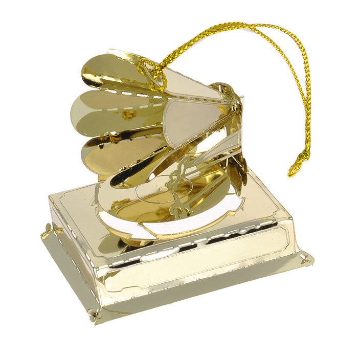 Новогоднее подвесное украшение Граммофон. 2506825068Изящное новогоднее украшение Граммофон выполнено из черного окрашенного металла. С помощью специальной петельки украшение можно повесить в любом понравившемся вам месте. Но, конечно, удачнее всего такая игрушка будет смотреться на праздничной елке.Новогодние украшения приносят в дом волшебство и ощущение праздника. Создайте в своем доме атмосферу веселья и радости, украшая всей семьей новогоднюю елку нарядными игрушками, которые будут из года в год накапливать теплоту воспоминаний. Характеристики:Материал: черный окрашенный металл. Цвет: золотистый. Размер украшения: 5 см х 4 см х 4,5 см. Артикул: 25068.