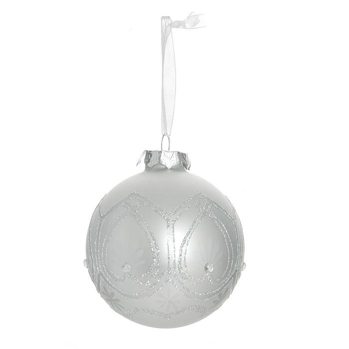 Новогоднее подвесное украшение Шар. 3050430504Изящное новогоднее украшение выполнено из стекла в виде шара, декорированного блестками и стразами. С помощью специальной петельки украшение можно повесить в любом понравившемся вам месте. Но, конечно, удачнее всего такая игрушка будет смотреться на праздничной елке.Новогодние украшения приносят в дом волшебство и ощущение праздника. Создайте в своем доме атмосферу веселья и радости, украшая всей семьей новогоднюю елку нарядными игрушками, которые будут из года в год накапливать теплоту воспоминаний. Коллекция декоративных украшений из серии Magic Time принесет в ваш дом ни с чем несравнимое ощущение волшебства! Характеристики:Материал: стекло, текстиль, блестки, стразы. Цвет: серебристый. Размер украшения: 7,5 см х 7,5 см х 8,5 см. Артикул: 30504.