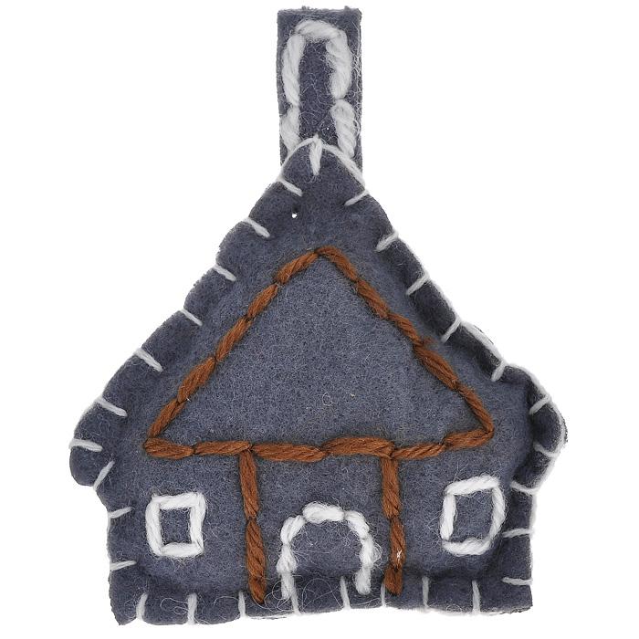 Новогоднее подвесное украшение Домик. 2526225262Новогоднее украшение Домик отлично подойдет для декорации вашего дома и новогодней ели. Игрушка выполнена из полиэстера серого цвета в виде домика с петелькой для подвешивания наверху. Елочная игрушка - символ Нового года. Она несет в себе волшебство и красоту праздника. Создайте в своем доме атмосферу веселья и радости, украшая всей семьей новогоднюю елку нарядными игрушками, которые будут из года в год накапливать теплоту воспоминаний. Характеристики:Материал: полиэстер. Цвет: серый. Размер украшения: 8,5 см х 10 см х 2 см. Артикул: 25262.