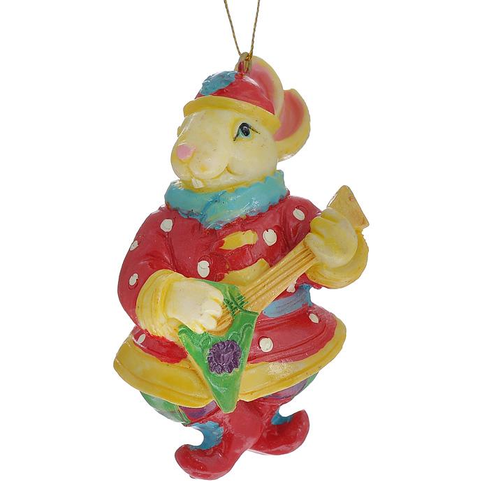 Новогоднее подвесное украшение Заяц. 3048830488Изящное новогоднее украшение Заяц выполнено из полирезины в виде зайца в рубахе с балалайкой. С помощью специальной текстильной петельки украшение можно повесить в любом понравившемся вам месте. Но, конечно, удачнее всего такая игрушка будет смотреться на праздничной елке.Новогодние украшения приносят в дом волшебство и ощущение праздника. Создайте в своем доме атмосферу веселья и радости, украшая всей семьей новогоднюю елку нарядными игрушками, которые будут из года в год накапливать теплоту воспоминаний. Характеристики:Материал: полирезина. Размер украшения: 8,5 см х 4,5 см х 4 см. Артикул: 30488.