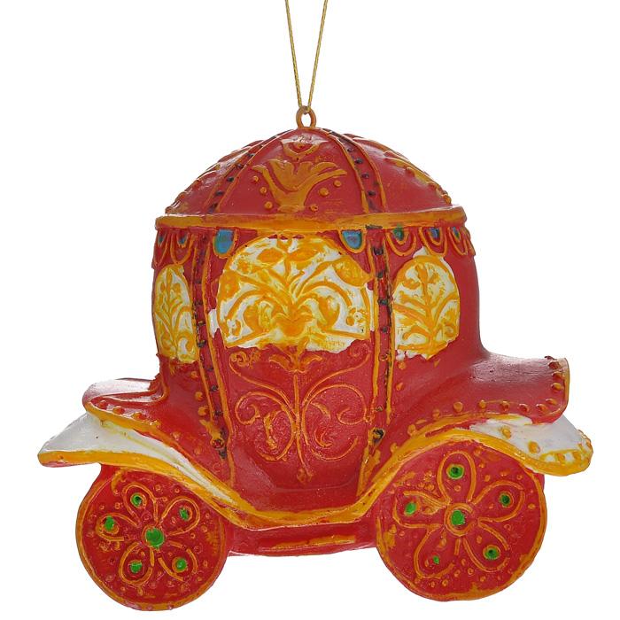 Новогоднее подвесное украшение Карета. 3048130481Изящное новогоднее украшение Карета выполнено из полирезины в виде роскошной кареты красно-желтого цвета. С помощью специальной текстильной петельки украшение можно повесить в любом понравившемся вам месте. Но, конечно, удачнее всего такая игрушка будет смотреться на праздничной елке.Новогодние украшения приносят в дом волшебство и ощущение праздника. Создайте в своем доме атмосферу веселья и радости, украшая всей семьей новогоднюю елку нарядными игрушками, которые будут из года в год накапливать теплоту воспоминаний. Характеристики:Материал: полирезина. Цвет: красный, желтый. Размер украшения: 8,5 см х 7,5 см х 4,5 см. Артикул: 30481.