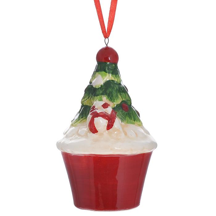 Новогоднее подвесное украшение Кекс. 3084930849Изящное новогоднее украшение Кекс выполнено из керамики. С помощью специальной текстильной петельки украшение можно повесить в любом понравившемся вам месте. Но, конечно, удачнее всего такая игрушка будет смотреться на праздничной елке.Новогодние украшения приносят в дом волшебство и ощущение праздника. Создайте в своем доме атмосферу веселья и радости, украшая всей семьей новогоднюю елку нарядными игрушками, которые будут из года в год накапливать теплоту воспоминаний. Характеристики:Материал: керамика. Размер украшения: 9 см х 5,5 см х 5,5 см. Артикул: 30849.