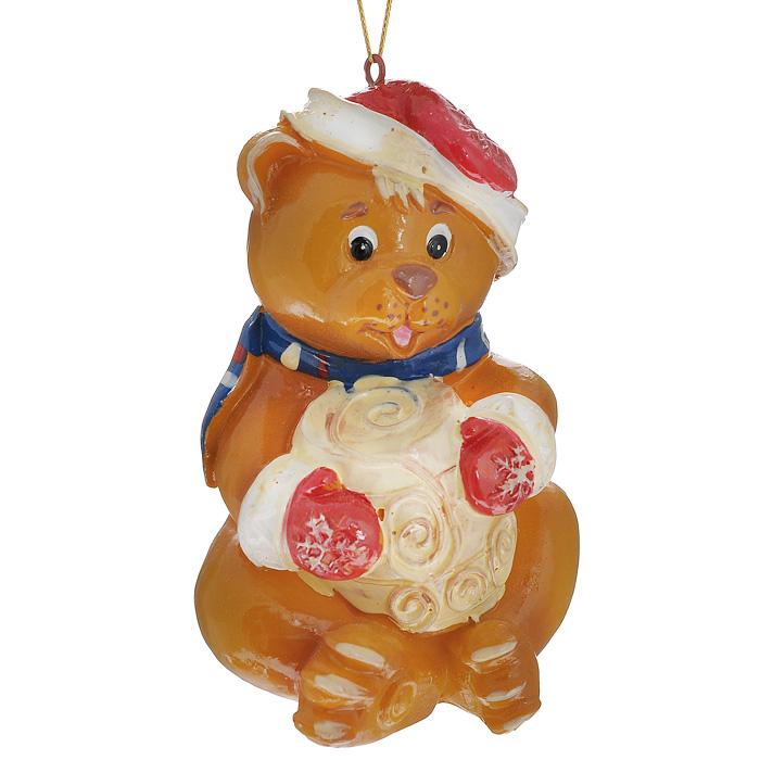Новогоднее подвесное украшение Медвежонок. 3047230472Изящное новогоднее украшение Медвежонок выполнено из полирезины в виде медвежонка в новогодней шапке и варежках с подарком. С помощью специальной текстильной петельки украшение можно повесить в любом понравившемся вам месте. Но, конечно, удачнее всего такая игрушка будет смотреться на праздничной елке.Новогодние украшения приносят в дом волшебство и ощущение праздника. Создайте в своем доме атмосферу веселья и радости, украшая всей семьей новогоднюю елку нарядными игрушками, которые будут из года в год накапливать теплоту воспоминаний. Характеристики:Материал: полирезина. Цвет: бежевый. Размер украшения: 8 см х 5,5 см х 5 см. Артикул: 30472.