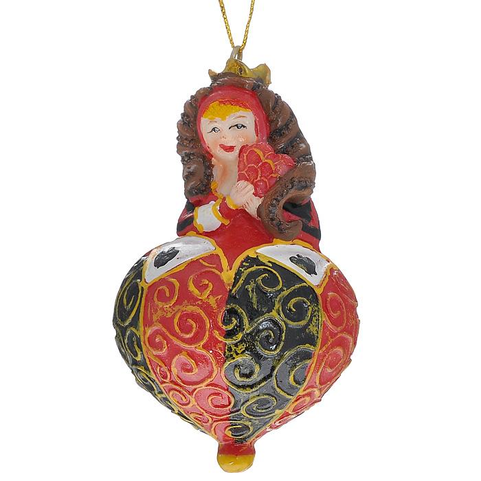 Новогоднее подвесное украшение Королева, цвет: красный, черный. 3047630476Оригинальное новогоднее украшение выполнено из полирезины в виде карточной королевы. С помощью специальной петельки украшение можно повесить в любом понравившемся вам месте. Но, конечно же, удачнее всего такая игрушка будет смотреться на праздничной елке.Новогодние украшения приносят в дом волшебство и ощущение праздника. Создайте в своем доме атмосферу веселья и радости, украшая всей семьей новогоднюю елку нарядными игрушками, которые будут из года в год накапливать теплоту воспоминаний. Характеристики:Материал: полирезина, текстиль. Размер украшения: 8 см х 5 см х 5 см. Артикул: 30476.
