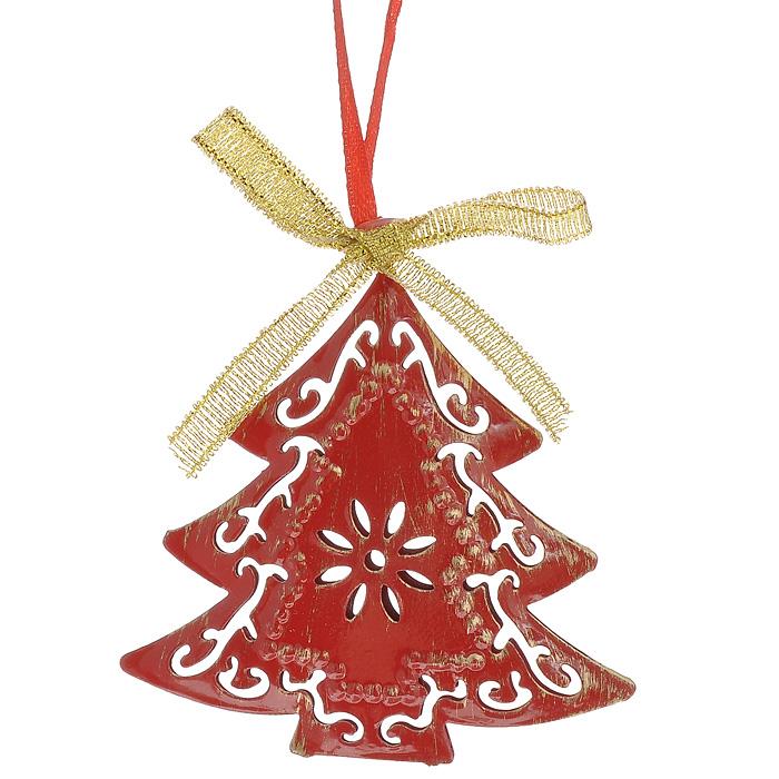 Новогоднее подвесное украшение Елка, цвет: красный, золотистый. 3086130861Оригинальное новогоднее украшение выполнено из окрашенного металла в виде резной елочки, декорированной бантиком. С помощью специальной петельки украшение можно повесить в любом понравившемся вам месте. Но, конечно же, удачнее всего такая игрушка будет смотреться на праздничной елке.Новогодние украшения приносят в дом волшебство и ощущение праздника. Создайте в своем доме атмосферу веселья и радости, украшая всей семьей новогоднюю елку нарядными игрушками, которые будут из года в год накапливать теплоту воспоминаний. Характеристики:Материал: металл, текстиль. Размер украшения: 6,5 см х 6,5 см х 1 см. Артикул: 30861.