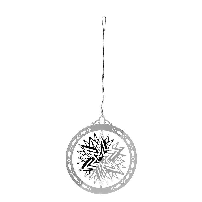 Новогоднее подвесное украшение Звезда, цвет: серебристый. 3162931629Оригинальное новогоднее украшение «Звезда» прекрасно подойдет для праздничного декора вашего дома и новогодней ели. Украшение выполнено из черного металла, окрашенного серебристой краской, и оформлено перфорацией в виде звезды. С помощью текстильной петельки изделие можно повесить в любое понравившееся место. Но, конечно, удачнее всего оно будет смотреться на новогодней елке.Елочная игрушка - символ Нового года. Она несет в себе волшебство и красоту праздника. Создайте в своем доме атмосферу веселья и радости, украшая новогоднюю елку нарядными игрушками, которые будут из года в год накапливать теплоту воспоминаний. Характеристики:Материал: металл, текстиль. Цвет: серебристый. Диаметр украшения: 5 см. Размер упаковки: 6,5 см х 8 см х 2,5 см. Артикул: 31629.