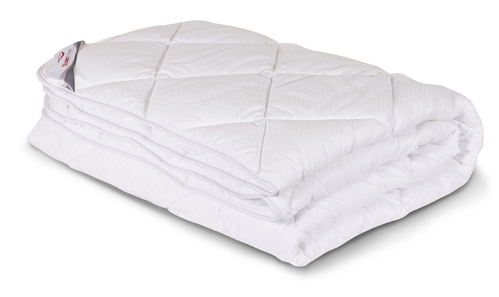 Одеяло всесезонное OL-Tex Богема, наполнитель: микроволокно OL-tex, 140 х 205 смОЛС-15-3Чехол всесезонного одеяла OL-Tex Богема выполнен из мягкого приятного на ощупь сатина-страйп. Наполнитель - высокосиликонизированное микроволокно OL-tex, которое является усовершенствованным аналогом наполнителя Лебяжий пух.Лебяжий пух - это современный заменитель натурального лебяжьего пуха. Искусственный Лебяжий пух сохраняет непревзойденную мягкость и легкость природного материала, но еще обладает и рядом новых достоинств. Лебяжий пух не вызывает аллергии, в изделиях с таким наполнителем не заводится клещ, бактерии, гнили. За подушками и одеялами очень легко ухаживать - их можно стирать в машинке, они быстро и полностью высыхают.Легкое, почти невесомое одеяло, с нежнейшим наполнителем Ol-Tex идеально подходит для сна. Одеяло из коллекции Богема обладает прекрасными терморегулирующими свойствами, гиппоаллергенно. Сохраняет форму и объем даже при многократных стирках.Одеяло OL-Tex Богема упаковано в пластиковый чехол на змейке с ручками, что является чрезвычайно удобным при переноске.Рекомендации по уходу:- стирка в теплой воде (температура до 30°С);- нельзя отбеливать. При стирке не использовать средства, содержащие отбеливатели (хлор);- сушить вертикально без отжима; - не гладить. Не применять обработку паром;- нельзя выжимать и сушить в стиральной машине. Характеристики: Материал чехла: сатин-страйп (100% хлопок). Наполнитель: микроволокно OL-tex. Плотность: 300 г/м2. Размер одеяла: 140 см х 205 см. Размер упаковки: 50 см х 40 см х 15 см. Артикул: ОЛС-15-3.УВАЖАЕМЫЕ КЛИЕНТЫ! Обращаем ваше внимание на возможные изменения в цветовом дизайне товара, связанные с ассортиментом продукции. Поставка осуществляется в зависимости от наличия на складе.