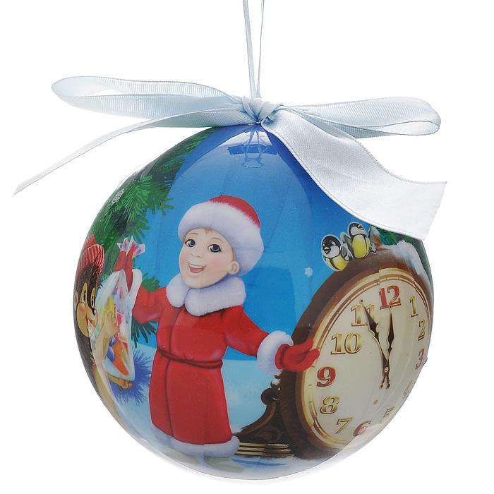 """Подвесное украшение """"Шар новогодний"""" выполнено из пластика в виде шара, декорированного ручной художественной росписью и покрытого лаком. Благодаря плотному корпусу изделие никогда не разобьется, поэтому вы можете быть уверены, что оно прослужат вам долгие годы. Шар декорирован иллюстрацией в стиле новогодних открыток 70-80-х годов.   Такая елочная игрушка может стать отличным и незабываемым подарком.   Игрушка упакована в подарочную коробку.    Откройте для себя удивительный мир сказок и грез. Почувствуйте волшебные минуты ожидания праздника, создайте новогоднее настроение вашим дорогим и близким.     Характеристики:  Материал: ПВХ, текстиль. Размер украшения: 10 см х 10 см х 10 см. Артикул: 020254."""