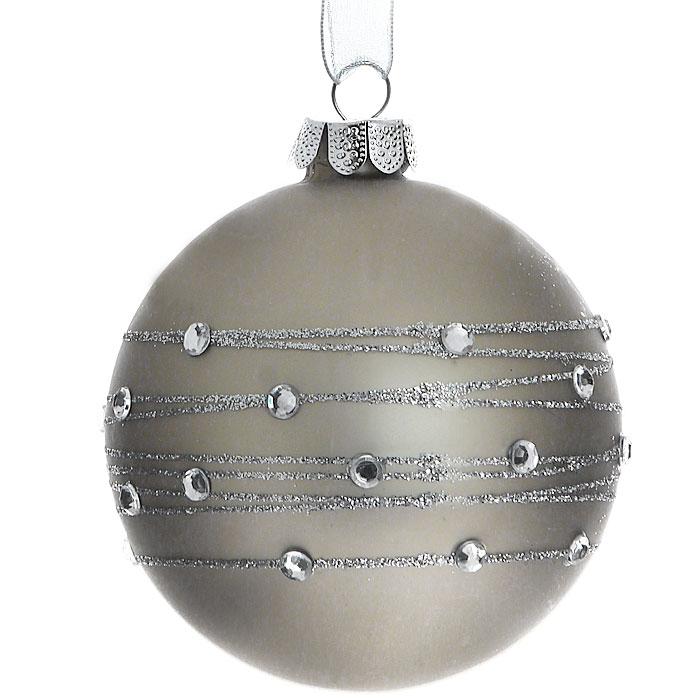 Новогоднее подвесное украшение Шар. 2633526335Изящное новогоднее украшение выполнено из стекла в виде шара, декорированного блестками и стразами. С помощью специальной петельки украшение можно повесить в любом понравившемся вам месте. Но, конечно, удачнее всего такая игрушка будет смотреться на праздничной елке.Новогодние украшения приносят в дом волшебство и ощущение праздника. Создайте в своем доме атмосферу веселья и радости, украшая всей семьей новогоднюю елку нарядными игрушками, которые будут из года в год накапливать теплоту воспоминаний. Коллекция декоративных украшений из серии Magic Time принесет в ваш дом ни с чем несравнимое ощущение волшебства! Характеристики:Материал: стекло, текстиль, блестки, стразы. Цвет: серебристый, серый. Размер украшения: 7,5 см х 7,5 см х 8,5 см. Артикул: 26335.