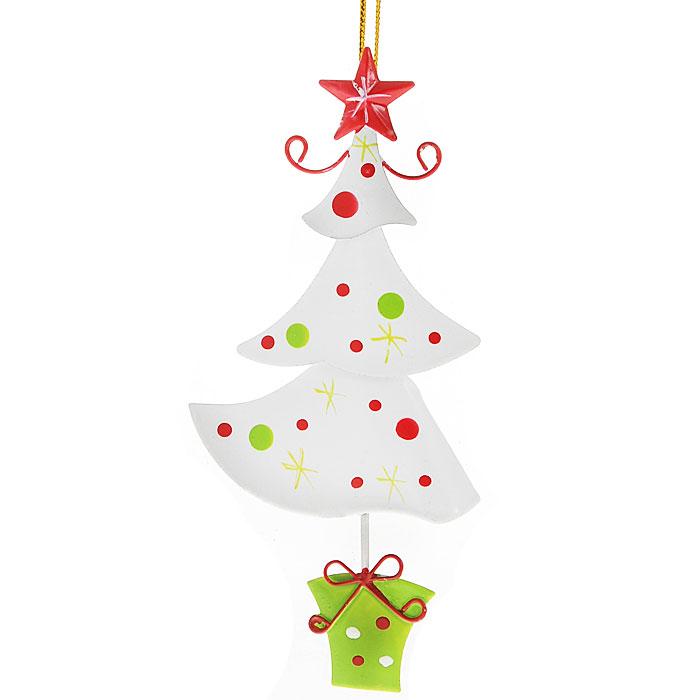 Новогоднее подвесное украшение Елочка, цвет: белый. 2677126771Оригинальное новогоднее украшение выполнено из металла в виде новогодней елочки белого цвета. С помощью специальной петельки украшение можно повесить в любом понравившемся вам месте. Но, конечно, удачнее всего такая игрушка будет смотреться на праздничной елке.Новогодние украшения приносят в дом волшебство и ощущение праздника. Создайте в своем доме атмосферу веселья и радости, украшая всей семьей новогоднюю елку нарядными игрушками, которые будут из года в год накапливать теплоту воспоминаний.Коллекция декоративных украшений из серии Magic Time принесет в ваш дом ни с чем несравнимое ощущение волшебства! Характеристики:Материал: металл, текстиль. Цвет: белый. Размер украшения: 6 см х 13 см. Артикул: 26771.