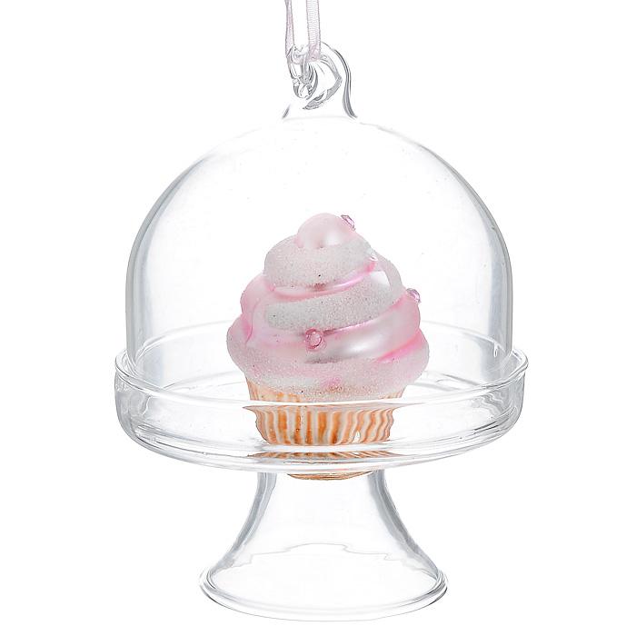 Новогоднее подвесное украшение Мороженое. 3119131191Новогоднее подвесное украшение Мороженое, выполненное из стекла и декорированное блестками и стразами, украсит интерьер вашего дома или офиса в преддверии Нового года. Игрушка представляет собой мороженое под стеклянным колпаком. С помощью специальной петельки украшение можно повесить в любом понравившемся вам месте. Но, конечно, удачнее всего такая игрушка будет смотреться на праздничной елке. Оригинальный дизайн и красочное исполнение создадут праздничное настроение. Новогодние украшения всегда несут в себе волшебство и красоту праздника. Создайте в своем доме атмосферу тепла, веселья и радости, украшая его всей семьей. Характеристики:Материал: стекло, текстиль, блестки. Цвет: розовый, бежевый. Размер украшения (Д х Ш х В): 6,5 см х 6,5 см х 8 см. Артикул: 31191.