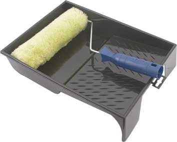 Валик полиакрил FIT, 240 мм с ванночкой03020Полиакриловый валик с ванночкой FIT используется для внутренних работ. Применяется для высококачественной окраски гладких поверхностей вододисперсионными, латексными, масляными красками, грунтом и лаками. Не использовать с нитролаками. Характеристики: Материал: пластик, металл. Размеры валика: 32 см х 23 см х 6 см. Длинна ручки валика: 14 см. Диаметр бюгеля: 0,8 см. Размеры ванночки: 33 см х 25 см. Глубина ванночки:6 см. Размеры упаковки: 34 см х 25 см х 10 см.