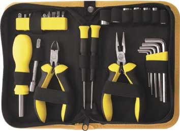 Набор инструмента FIT, 29 предметов. 6513765137Набор слесарно-монтажных инструментов FIT - это необходимый предмет в каждом доме. Он включает в себя 29 предметов, которые умещаются в небольшом кейсе. Инструменты, входящие в набор гарантируют надежность и длительный срок службы.Такой набор будет идеальным подарком мужчине.Состав набора:Отвертки для точных работ, 2 шт;Отвертка для бит, 12 см, 1 шт;Удлинитель, 7,5 см, 1 шт;Шестигранные ключи: 2 мм, 3 мм, 4 мм, 5 мм, 6 мм;Тонконосы Мини, 13 см, 1 шт;Бокорезы Мини, 11,5 см, 1 шт;Головки торцевые: 7 мм, 8 мм, 9 мм, 10 мм, 11 мм, 12 мм, 13 мм;Биты плоские: SL4, SL5, SL6;Биты крестовые: PH1, PH2, PZ1, PZ2;Биты звездочка: Т15, Т20;Адаптер для головок, 1 шт;Нейлоновый футляр. Характеристики: Материал: резина, пластик, металл. Размеры футляра: 19 см х 13 см х 5 см.Размеры упаковки: 19 см x 13 см x 5 см. Производитель:Китай. Артикул:65137.
