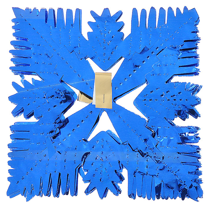 Новогоднее украшение Гирлянда, размер 19 см х 19 см, длина 250 см. 3165031650Объемная новогодняя гирлянда в виде снежинок поможет вам украсить свой дом к предстоящим праздникам. Гирлянда выполнена из ПВХ синего цвета. С помощью такого украшения вы сможете оживить интерьер по вашему вкусу.Новогодние украшения всегда несут в себе волшебство и красоту праздника. Создайте в своем доме атмосферу тепла, веселья и радости, украшая его всей семьей. Характеристики: Материал: ПВХ. Цвет: синий. Размер: 19 см х 19 см. Длина: 250 см. Артикул: 31650.