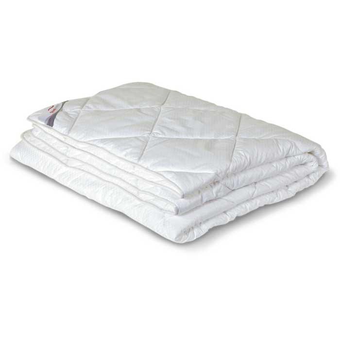 Одеяло всесезонное OL-Tex Богема, наполнитель: микроволокно OL-tex, 172 х 205 смОЛС-18-3Чехол всесезонного одеяла OL-Tex Богема выполнен из мягкого приятного на ощупь сатина-страйп. Наполнитель - высокосиликонизированное микроволокно OL-tex, которое является усовершенствованным аналогом наполнителя Лебяжий пух.Лебяжий пух - это современный заменитель натурального лебяжьего пуха. Искусственный Лебяжий пух сохраняет непревзойденную мягкость и легкость природного материала, но еще обладает и рядом новых достоинств. Лебяжий пух не вызывает аллергии, в изделиях с таким наполнителем не заводится клещ, бактерии, гнили. За подушками и одеялами очень легко ухаживать - их можно стирать в машинке, они быстро и полностью высыхают.Легкое, почти невесомое одеяло, с нежнейшим наполнителем Ol-Tex идеально подходит для сна. Одеяло из коллекции Богема обладает прекрасными терморегулирующими свойствами, гиппоаллергенно. Сохраняет форму и объем даже при многократных стирках.Одеяло OL-Tex Богема - достойный выбор современной хозяйки!Рекомендации по уходу:- Стирка в теплой воде (температура до 30°С),- Нельзя отбеливать. При стирке не использовать средства, содержащие отбеливатели (хлор),- Сушить вертикально без отжима, - Не гладить. Не применять обработку паром,- Нельзя выжимать и сушить в стиральной машине. Характеристики: Материал чехла: сатин-страйп (100% хлопок). Наполнитель: микроволокно OL-tex. Плотность: 300 г/м2. Размер одеяла: 172 см х 205 см. Размеры упаковки: 55 см х 45 см х 15 см. Артикул: ОЛС-18-3.УВАЖАЕМЫЕ КЛИЕНТЫ! Обращаем ваше внимание на возможные изменения в цветовом дизайне товара, связанные с ассортиментом продукции. Поставка осуществляется в зависимости от наличия на складе.