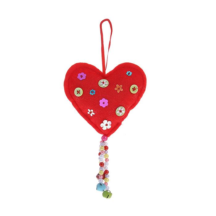 Новогоднее подвесное украшение Сердечко, цвет: красный. 2534625346Оригинальное новогоднее украшение «Сердечко» прекрасно подойдет для праздничного декора вашего дома и новогодней ели. Украшение выполнено из полиэстера красного цвета и оформлено цветочками. К нижней части сердечка прикреплена подвеска из разноцветных бусин с бубенчиками. С помощью текстильной ленточки украшение можно повесить в любом понравившемся вам месте. Но, конечно, удачнее всего такая игрушка будет смотреться на праздничной елке. Елочная игрушка - символ Нового года. Она несет в себе волшебство и красоту праздника. Создайте в своем доме атмосферу веселья и радости, украшая новогоднюю елку нарядными игрушками, которые будут из года в год накапливать теплоту воспоминаний. Коллекция декоративных украшений из серии Magic Time принесет в ваш дом ни с чем несравнимое ощущение волшебства! Характеристики:Материал: пластик, полиэстер, металл. Цвет: красный. Размер украшения: 10 см х 2,5 см х 9 см. Артикул: 25346.