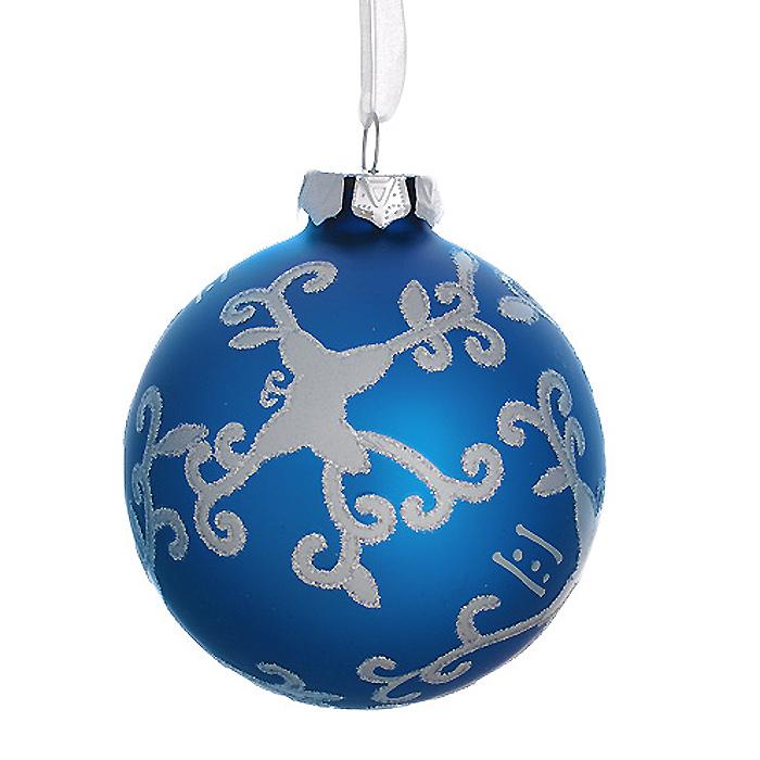 Новогоднее подвесное украшение Шар, цвет: синий. 3050230502Новогоднее подвесное украшение «Шар» выполнено из стекла с синим покрытием и декорировано узорами с блестками. С помощью специальной ленты украшение можно повесить в любом понравившемся вам месте. Но, конечно, удачнее всего такой шар будет смотреться на праздничной елке. Елочная игрушка - символ Нового года. Она несет в себе волшебство и красоту праздника. Создайте в своем доме атмосферу веселья и радости, украшая новогоднюю елку нарядными игрушками, которые будут из года в год накапливать теплоту воспоминаний. Коллекция декоративных украшений из серии Magic Time принесет в ваш дом ни с чем несравнимое ощущение волшебства! Характеристики:Материал: стекло, металл, текстиль. Цвет: синий. Диаметр игрушки: 8 см. Размер упаковки: 9,5 см х 9,5 см х 9 см. Артикул: 30502.
