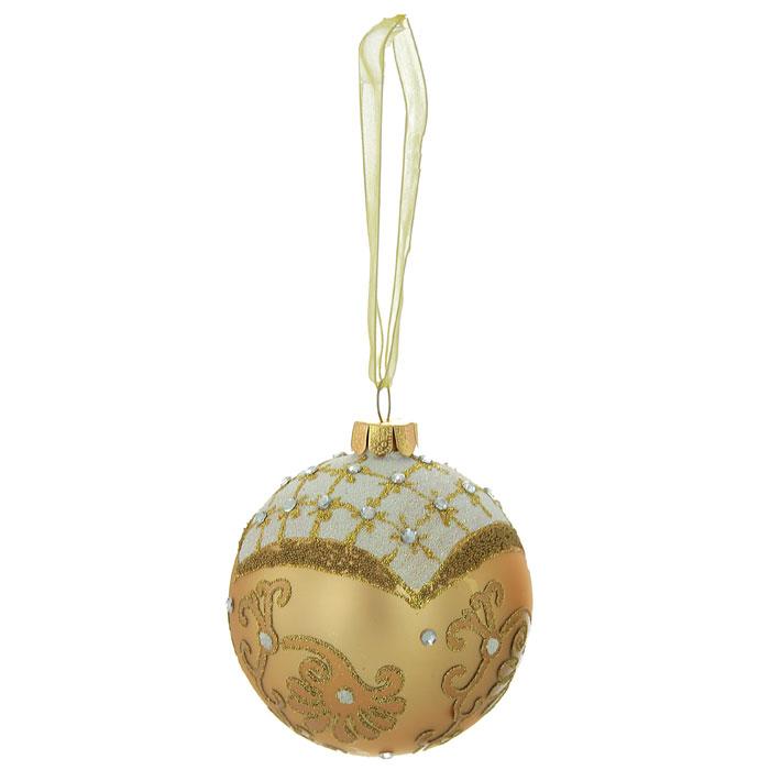 Новогоднее подвесное украшение Шар, цвет: золотистый, белый. 2634826348Изящное новогоднее украшение выполнено из стекла в виде шара, декорированного блестками и стразами. С помощью специальной ленты украшение можно повесить в любом понравившемся вам месте. Но, конечно, удачнее всего такая игрушка будет смотреться на праздничной елке.Новогодние украшения приносят в дом волшебство и ощущение праздника. Создайте в своем доме атмосферу веселья и радости, украшая всей семьей новогоднюю елку нарядными игрушками, которые будут из года в год накапливать теплоту воспоминаний. Коллекция декоративных украшений из серии Magic Time принесет в ваш дом ни с чем несравнимое ощущение волшебства! Характеристики:Материал: стекло, металл, текстиль. Цвет: золотистый, белый. Диаметр игрушки: 8 см. Размер упаковки: 9,5 см х 9,5 см х 9 см. Артикул: 26348.