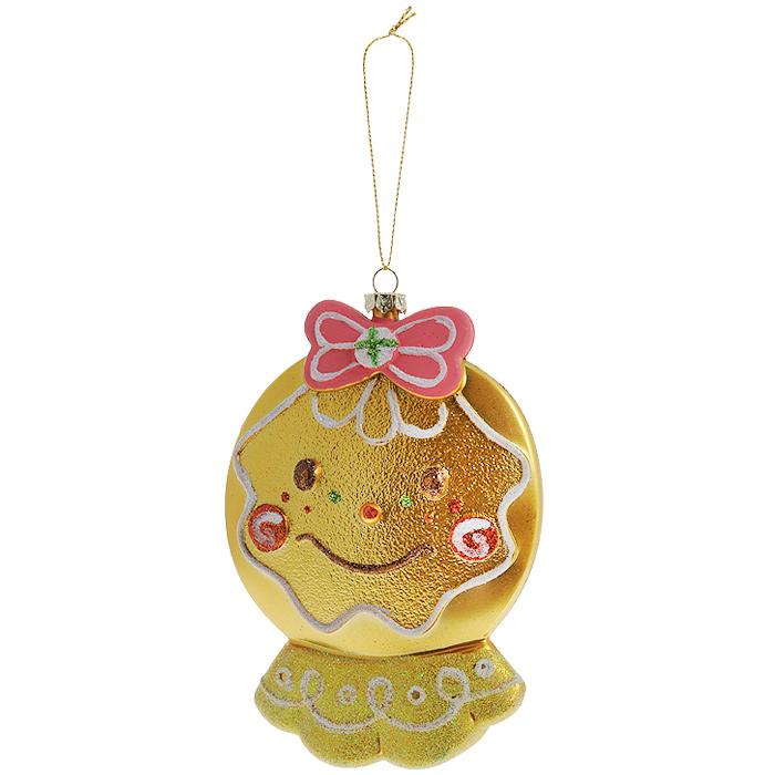 Новогоднее подвесное украшение Нарядный колобок, цвет: золотистый. 2589225892Оригинальное новогоднее украшение выполнено из пластика в виде улыбающегося колобка с бантиком, украшенного блестками. С помощью специальной петельки украшение можно повесить в любом понравившемся вам месте. Но, конечно же, удачнее всего такая игрушка будет смотреться на праздничной елке.Новогодние украшения приносят в дом волшебство и ощущение праздника. Создайте в своем доме атмосферу веселья и радости, украшая всей семьей новогоднюю елку нарядными игрушками, которые будут из года в год накапливать теплоту воспоминаний. Коллекция декоративных украшений из серии Magic Timeпринесет в ваш дом ни с чем несравнимое ощущение волшебства! Характеристики:Материал: пластик, текстиль. Цвет: золотистый. Размер украшения: 14 см х 10 см х 3 см. Артикул: 25429.
