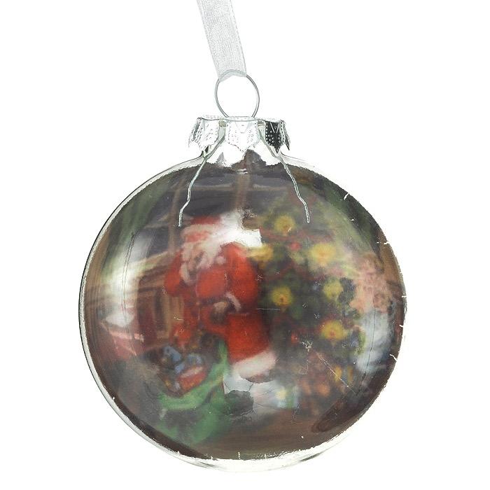 Новогоднее подвесное украшение Санта. 3053230532Подвесное украшение «Санта» прекрасно подойдет для праздничного декора новогодней ели. Украшение выполнено из стекла в виде плоского шара. Внутренняя стенка оформлена изображением Санты Клауса, благодаря чему изображение получается объемным. Шар оснащен текстильной ленточкой белого цвета.Елочная игрушка - символ Нового года. Она несет в себе волшебство и красоту праздника. Создайте в своем доме атмосферу веселья и радости, украшая новогоднюю елку нарядными игрушками, которые будут из года в год накапливать теплоту воспоминаний. Коллекция декоративных украшений из серии Magic Time принесет в ваш дом ни с чем несравнимое ощущение волшебства! Характеристики:Материал: стекло, текстиль, блестки. Размер украшения (ДхШхВ): 7 см х 4 см х 8 см. Размер упаковки: 9,5 см х 9,5 см х 4,5 см. Артикул: 30532.